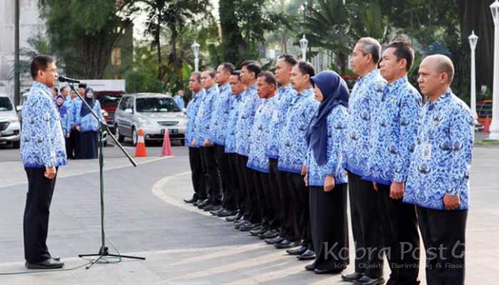 Ade Sarip Hidayat pimpin apel pagi di Plaza Balai Kota Bogor