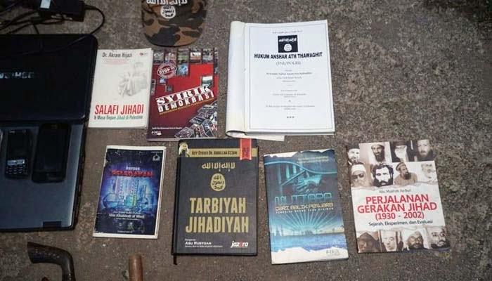 Densus 88 Tangkap Terduga Teroris di Cibinong