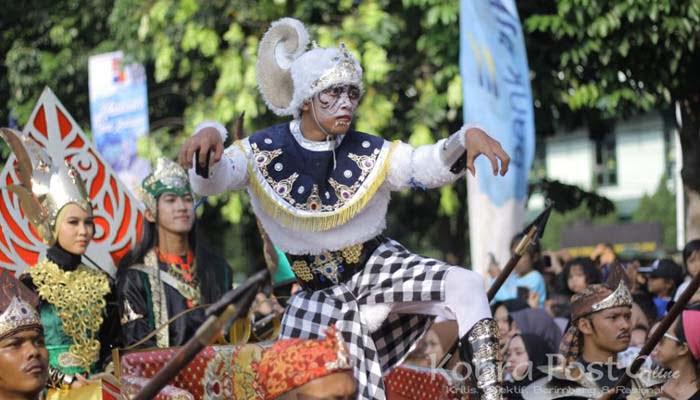 Semarak Atraksi Helaran Seni Budaya Nusantara Meriahkan HJB Ke-537