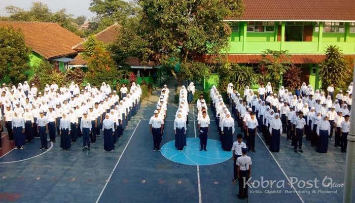 Komite SMP Negeri 14 Bogor Gaet TNI Latih Tata Upacara Bendera