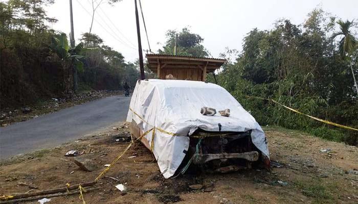 Mobil Bekas Terbakar Resahkan Warga Kampung Bondol