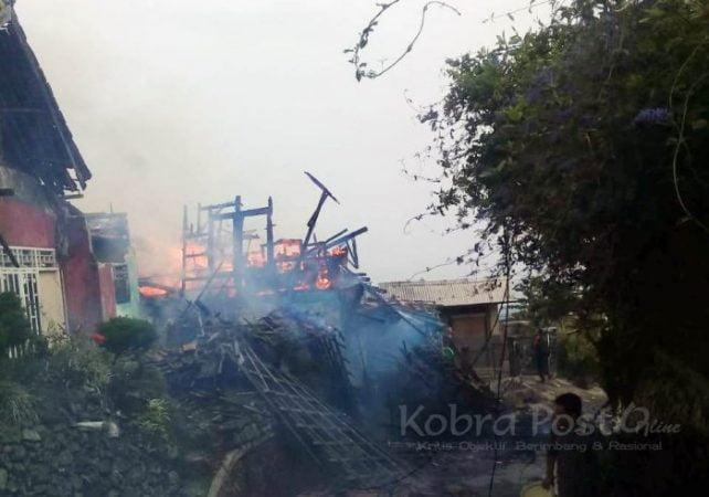 Diduga Akibat Korsleting Listrik, 2 Rumah di Cidahu Terbakar