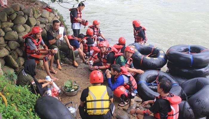 Wisata Air River Tubing