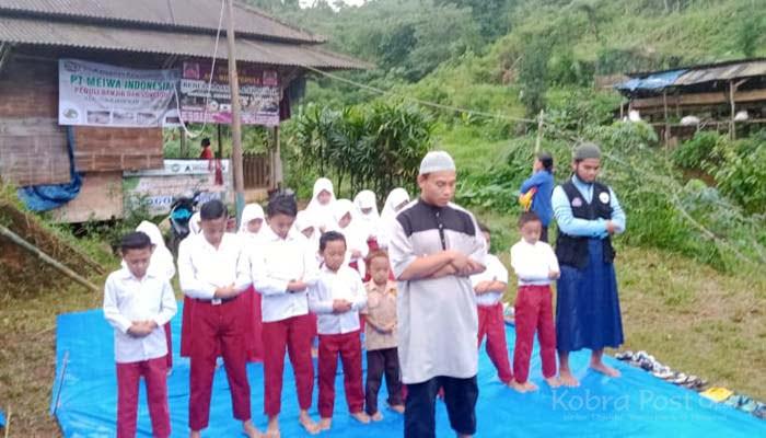 Relawan IMM Bogor Bangun Sekolah Darurat
