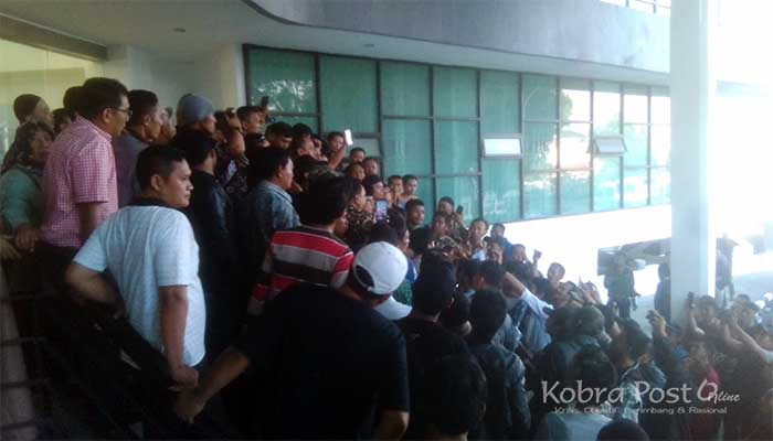 Ratusan Pedagang Lawang Saketeng Serbu Gedung DPRD Kota Bogor