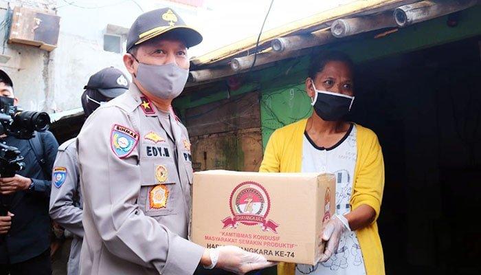 Polri Terus Salurkan Bansos