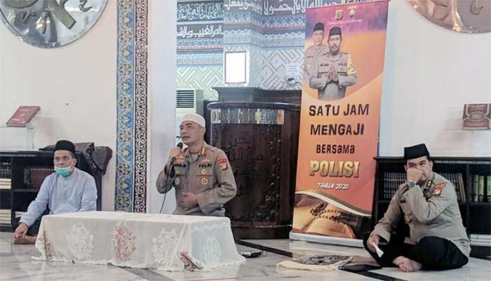 Satu Jam Mengaji Bersama Polisi di Masjid Cut Mutia